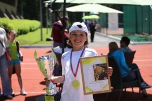Юные теннисисты Новокузнецка празднуют победу-3