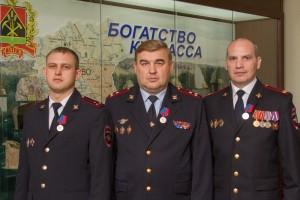 Бывший сотрудник УВД Прокопьевска А. Манский (крайний справа)