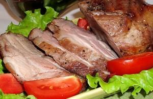 мясо-запеченное-целым-куском-в-специях