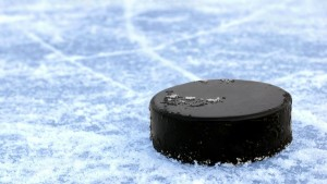 Sport___Hockey_Black_hockey_puck_095735_