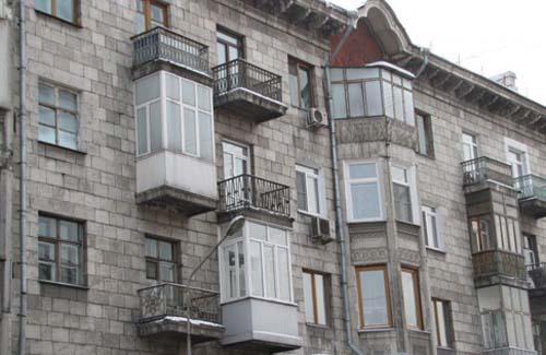 nezakonnoe-osteklenie-balkonov