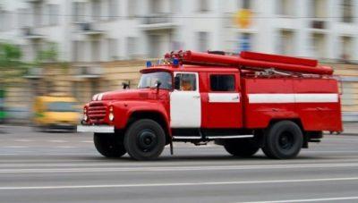 voditelyam-operativnyh-sluzhb-predlagayut-taranit-meshayuschie-proezdu-avtomobili_1-400x227