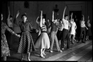 Возникший у молодежи интерес к массовым танцам