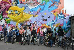 DSC 0782 300x201 На велосипедах по граффити объектам Недели уличного искусства