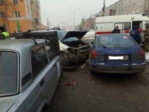 1518497203 dscn3294 300x225 В Новокузнецке женщина за рулём Toyota устроила ДТП с пятью авто и двумя пострадавшими
