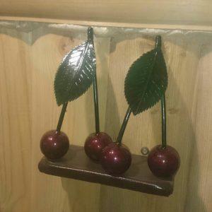 db040579bee653fdb963b071a954db33 300x300 «Зимняя вишня»: мастера со всего мира куют пятиметровое дерево скорби